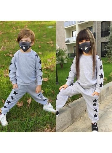 Quzucuk Kids Çocuk Yıldız Figürlü Maskeli Gri Eşofman Takımı Renkli